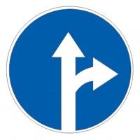 Дорожный знак 4.1.4 Движение прямо или направо
