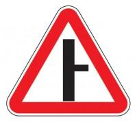 Дорожный знак 2.3.2 Примыкание второстепенной дороги