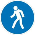 Знак безопасности «Переходить по надземному переходу»